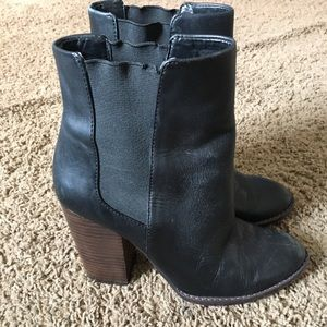 Banana Republic Leather Booties size 6